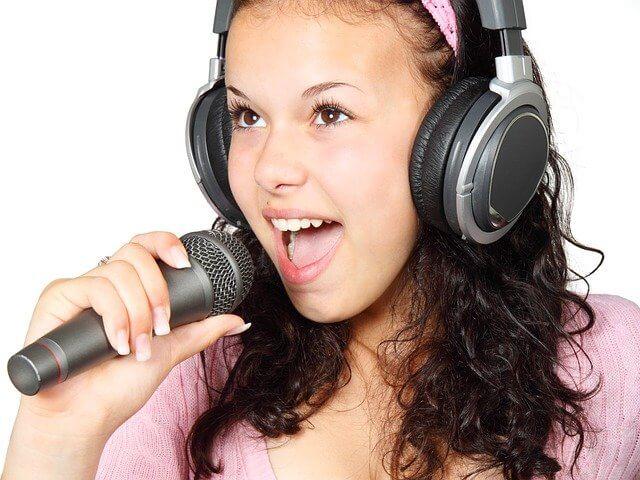 atrakcje na urodziny dziecka w domu - karaoke