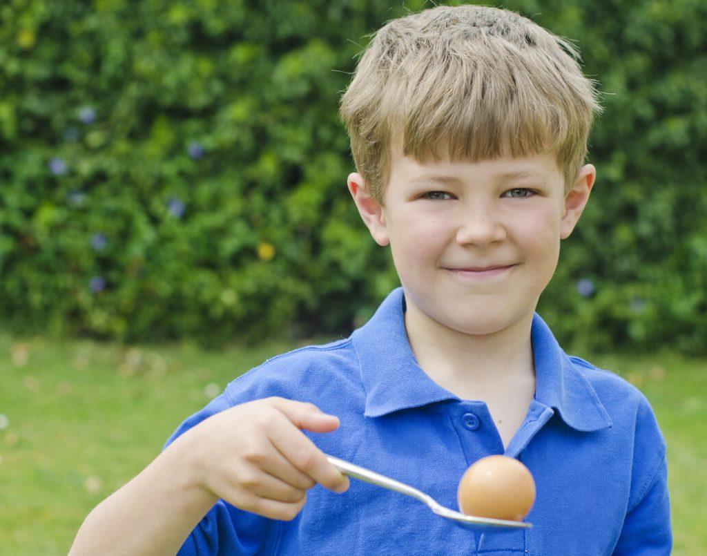 zabawa na urodziny - kto doniesie jajko