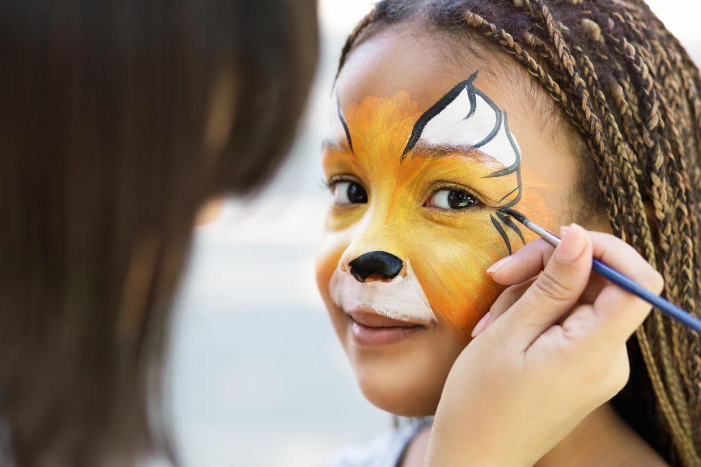 zabawa na urodziny - malowanie twarzy